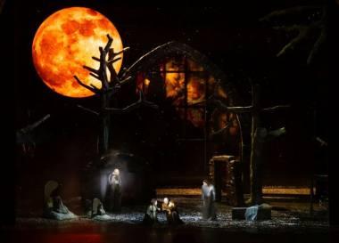 "Scena iš Italo Montemezzi operos ""Burtai"". Agnese Zeltiņa nuotrauka"