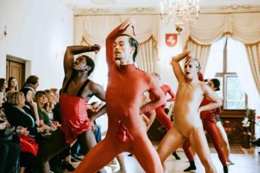 """Tarptautinio šokio festivalio """"Aura'29"""" vertikalės ir horizontalės. Svetlanos Baturos nuotrauka"""
