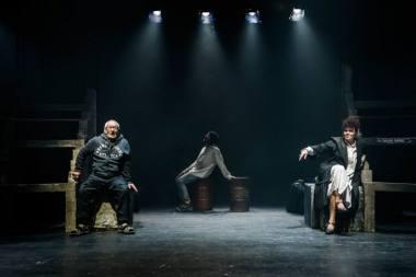 """Scena iš spektaklio """"Marti"""", rež. Gabrielė Tuminaitė. Lauros Vansevičienės nuotrauka"""