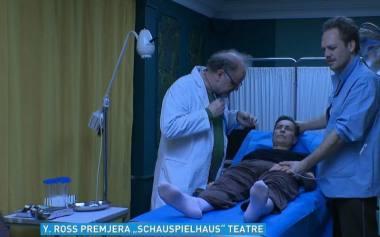 """Akimirka iš spektaklio """"Vyšnių sodas"""" repeticijos Ciuricho miesto teatre, režisierė Yana Ross. Stop kadras iš LRT.lt"""