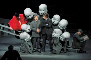 """Scena iš spektaklio """"Oidipas karalius"""", režisierius Oskaras Koršunovas. Dmitrijaus Matvejevo nuotrauka"""