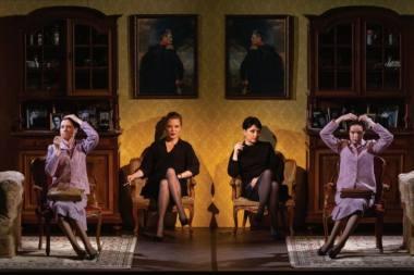 """Scena iš spektaklio """"Dar ateik manęs pasitikti"""", režisierius Alvis Hermanis (Naujasis Rygos teatras). Janio Deinato nuotrauka"""