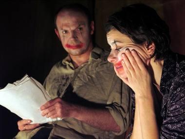"Akimirka iš ""Forced Entertainment"" spektaklio ""Quizoola!"". Hugo Glendinningo nuotrauka iš forcedentertainment.com"