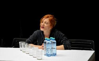 """""""Rasa Samuolytė – ši raudonplaukė gorkiškoji būtybė yra vienas ryškiausių spektaklio įvykių"""". OKT archyvo nuotrauka"""