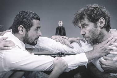 """Scena iš Cezario Graužinio premjeros """"Septynetas prieš Tėbus"""" Epidauro festivalyje. Nuotrauka iš greekfestival.gr"""