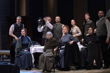 """Scena iš spektaklio """"Rusiškas romanas"""". Nuotrauka iš mayakovsky.ru"""