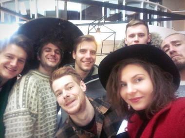 Kamilė Gudmonaitė ir jos aktoriai pakeliui į Milaną. Asmeninio archyvo nuotrauka