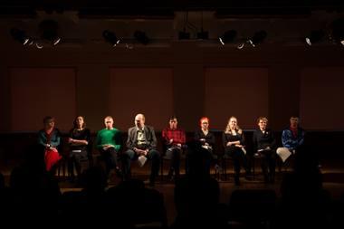 """Dokumentinio spektaklio """"Žalia pievelė"""" kūrimo pirmojo etapo pristatymas Visagine. Ksenijos Salimdžanovos nuotrauka"""