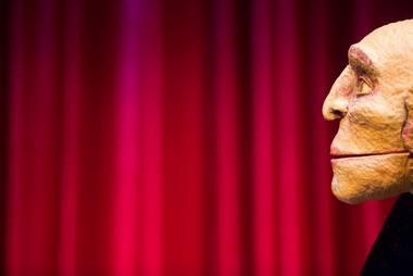 "Scena iš Neville'o Tranterio spektaklio ""Moljeras"". Jakubo Wittcheno nuotrauka"