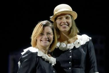 Dvi Merės Popins vaidmens kūrėjos: Jomantė Šležaitė (kairėje) ir Eglė Šilinskaitė. Martyno Aleksos nuotrauka