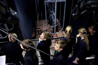 Ekskursija po teatrą festivalio metu. Rengėjų nuotrauka