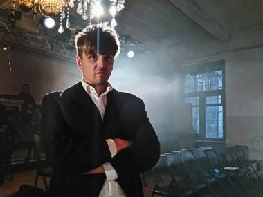 """Martynas Nedzinskas spektaklio """"Fantazijus"""" repeticijoje. Lauros Vansevičienės nuotrauka"""