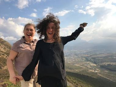 Karolina Žernytė ir Dalia Mikoliūnaitė ant Stalo kalno, pakeliui pas Pietų Afrikos Respublikos lietuvius. Asmeninio archyvo nuotrauka