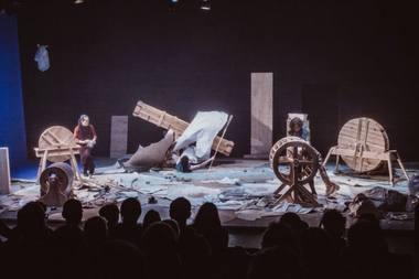 """Barokinio teatro triukšmo mašinų performansas """"Bad Weather"""" (""""Blogi orai""""). Rengėjų archyvo nuotrauka"""