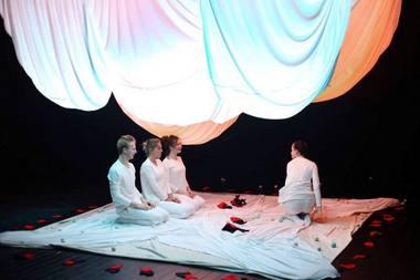 """""""Debesų gaudyklė"""" – interaktyvus šokio ir judesio spektaklis kūdikiams. Rengėjų archyvo nuotrauka"""