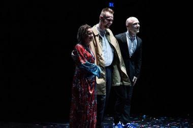 Šokėjai Airida Gudaitė, Laurynas Žakevičius ir būgnininkas Adas Gecevičius po spektaklio Romoje. Tiziana Tomasulo nuotrauka