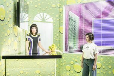 """Scena iš Susanne Kennedy spektaklio """"Moterų vargas"""". Julian Röder nuotrauka"""