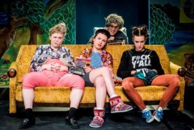 """Scena iš spektaklio """"Mums viskas gerai"""". Dmitrijaus Matvejevo nuotrauka"""