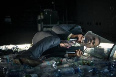 """Dovydas Stončius spektaklyje """"Po ledu"""". Sieloj Ramu nuotrauka"""