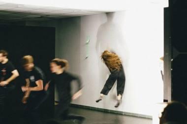 """Spektaklio """"Keletas pokalbių apie"""" repeticija. Mary Marshania nuotrauka iš teatro """"Praktika"""" socialinio tinklo."""