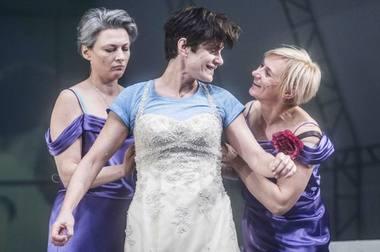 """Scena iš spektaklio """"Trys seserys"""". Dmitrijaus Matvejevo nuotrauka"""