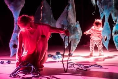 """Dalija Acin Thelander spektaklyje-instaliacijoje """"Paslapčių sodas"""". Dmitrijaus Matvejevo nuotrauka"""