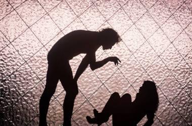 """Scena iš spektaklio """"Liučė čiuožia"""". Tomo Ivanausko nuotrauka"""