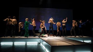 """""""Nematomi monstrai"""" žaidžia įvairiais popkultūros stereotipais. Nuotrauka iš """"No theatre"""" facebook."""