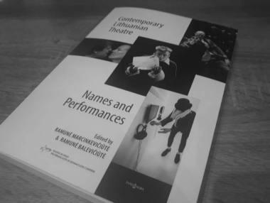 "Knyga ""Contemporary Lithuanian Theatre. Names and Performances"". Karolinos Matuszewskos nuotrauka."