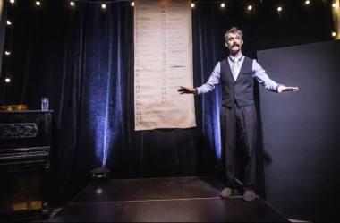 """Vieno žmogaus kabaretas """"Kauliukų žmogus"""". Dmitrijaus Matvejevo nuotrauka"""