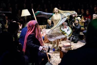 """Scena iš spektaklio """"Vyšnių sodas"""", režisierius Kristianas Smedsas. Lauros Vansevičienės nuotrauka"""