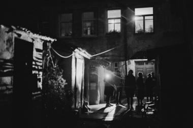"""Akimirka iš """"Glaisto"""" - garso patirties buvusiame Vilniaus gete. Modesto Endriuškos nuotrauka"""