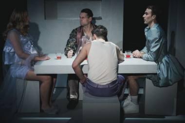 """Scena iš spektaklio """"Iš kūno ir kraujo"""", režisierė Uršulė Bartoševičiūtė. Donato Stankevičiaus nuotrauka"""