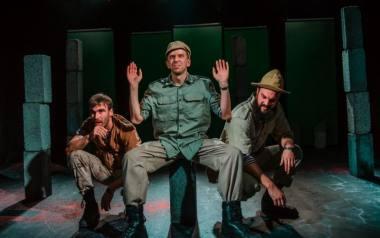"""Vygandas Vadeiša, Pijus Ganusauskas ir Simonas Dovidauskas spektaklyje """"Miražas"""" (rež. Paulius Markevičius). Dainiaus Putino nuotrauka"""