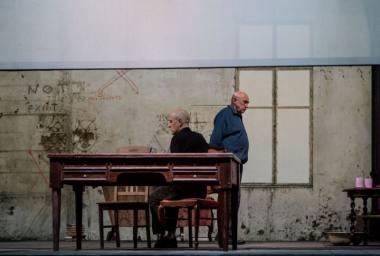 """Sergejus Ivanovas ir Valentinas Masalskis spektaklyje """"Austerlicas"""" (rež. Krystianas Lupa) Lauros Vansevičienės nuotrauka"""