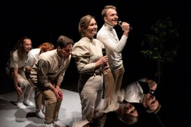 """Viena iš spektaklio """"The Final Final Final"""" finalinių scenų, režisierius Gildas Aleksa. Nuotrauka iš """"Teatrono"""" archyvo"""