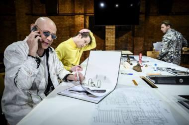 """Scena iš spektaklio """"Batsiuviai"""", režisierius Antanas Obcarskas. Dmitrijaus Matvejevo nuotrauka"""