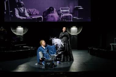 """Scena iš spektaklio """"Sprendžiant Hedą"""", režisierė Uršulė Bartoševičiūtė. Lauros Vansevičienės nuotrauka"""