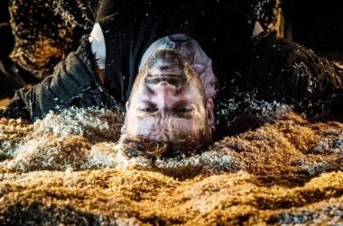 "Scena iš spektaklio ""Valia"" (rež. Vladimiras Gurfinkelis, LRDT). Dmitrijaus Matvejevo nuotrauka"