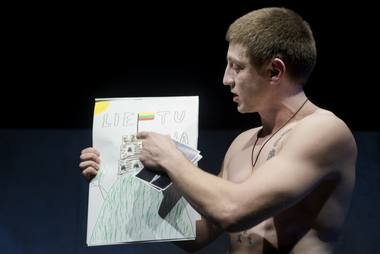 Miša (Marius Repšys) bando įrodyti savo patriotizmą. Dmitrijaus Matvejevo nuotrauka