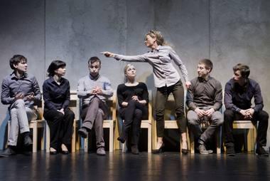 """Scena iš spektaklio """"Barikados"""". Dmitrijaus Matvejevo nuotrauka"""