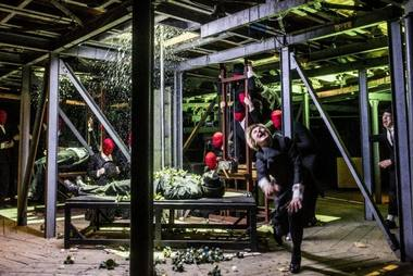 "Scena iš spektaklio ""Jelizaveta Bam"". Dmitrijaus Matvejevo nuotrauka"
