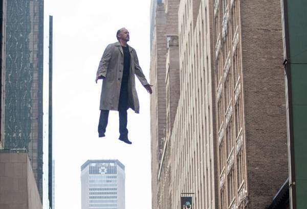 """Alejandro Gonzalezo Inarritu filmo """"Žmogus – paukštis"""" afišos fragmentas. Kadras iš filmui skirto socialinio tinklo"""