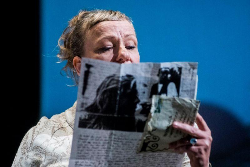 """Lisa Lucassen """"She She Pop"""" spektaklyje """"Stalčiai"""". Dmitrijaus Matvejevo nuotrauka"""
