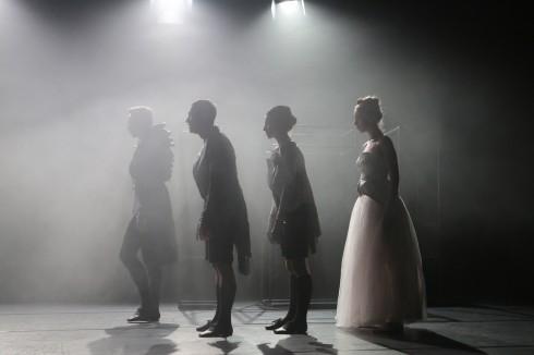 """Scena iš spektaklio """"Pradžioje buvo Kafka"""". Vytauto Petriko nuotrauka"""