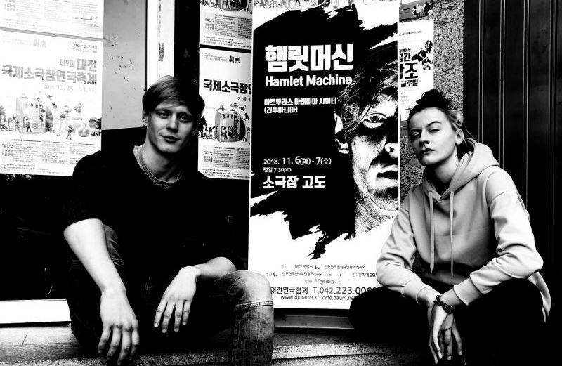 AAT gastrolės Pietų Korėjoje. Aktoriai Petras Šimonis ir Monika Poderytė. Teatro archyvo nuotrauka