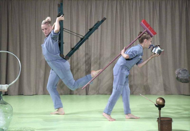 """Šiuolaikinio cirko spektaklis iš Švedijos """"Tvarkos diena"""". Rengėjų archyvo nuotrauka"""