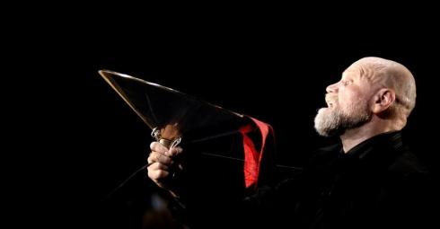 """Vladas Bagdonas Eimunto Nekrošiaus spektaklyje """"Faustas"""" (2006 m.). """"Meno forto"""" archyvo nuotrauka"""