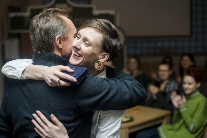 Gintarė Masteikaitė priima savo pirmąjį apdovanojimą. Dmitrijaus Matvejevo nuotrauka