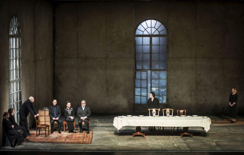 """Scena iš spektaklio """"Didvyrių aikštė"""". Dmitrijaus Matvejevo nuotrauka"""
